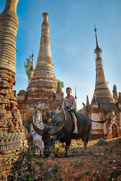 travel4pictures | Ruins of Shwe Inn Thein, lake Inle