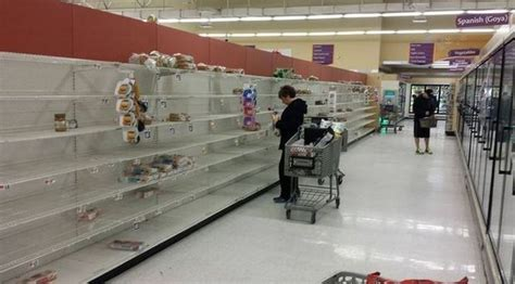 Blizzard 2015 photos: NYC grocery stores cleaned out as