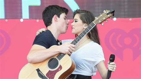 """Watch Hailee Steinfeld and Shawn Mendes Sang """"Stiches"""" at"""