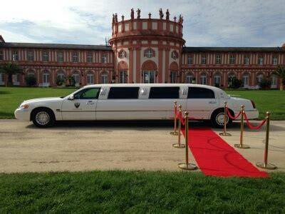 Stretchlimousine mit rotem Teppich, roter Teppich