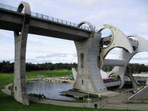 Our trips - 8 - Falkirk Wheel and Kelpies – English