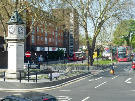 Thornton Heath by the clock tower © Robin Webster cc-by-sa